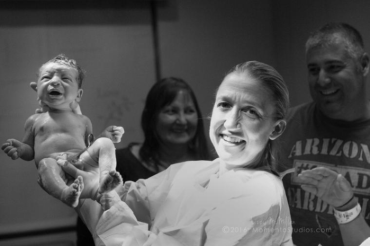 Momento Studios Lizzy McMillan Arizona Birth Photographer Delivery photography birth photography mesa phoenix scottsdale gilbert chandler-090