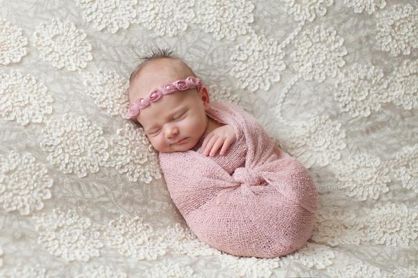Lizzy McMillan Arizona Newborn Photographer Momento Studios Newborn Girl Phoenix Arizona Mesa Arizona-30