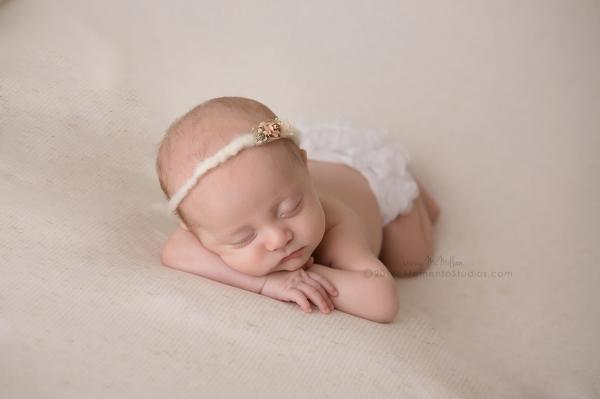Lizzy McMillan Arizona Newborn Photographer Momento Studios Newborn Girl Phoenix Arizona Mesa Arizona-35
