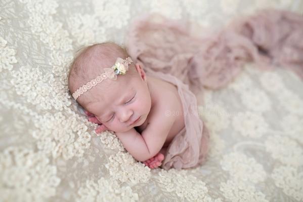 Lizzy McMillan Arizona Newborn Photographer Momento Studios Newborn Girl Phoenix Arizona Mesa Arizona-41