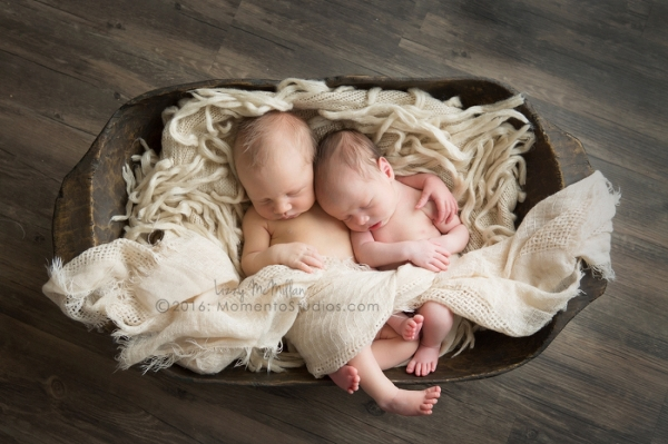 Momento Studios Arizona Newborn Photographer Newbown Photography Mesa Arizona Lizzy McMillan Gilbert Arizona Scottsdale Arizona Tempe Arizona Twins Triplets Multiples Whisperer Newborn Whisperer-038