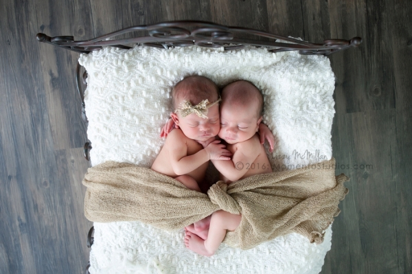 Momento Studios Arizona Newborn Photographer Newbown Photography Mesa Arizona Lizzy McMillan Gilbert Arizona Scottsdale Arizona Tempe Arizona Twins Triplets Multiples Whisperer Newborn Whisperer-063