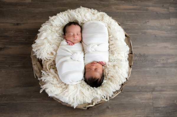 Momento Studios Arizona Newborn Photographer Newbown Photography Mesa Arizona Lizzy McMillan Gilbert Arizona Scottsdale Arizona Tempe Arizona Twins Triplets Multiples Whisperer Newborn Whisperer-079